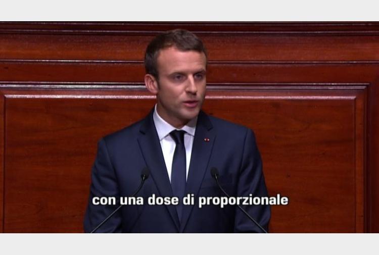 Macron propone di ridurre di un terzo il numero dei for Numero senatori e deputati