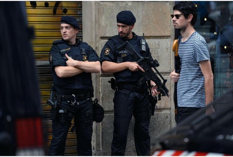 Barcellona, ministro Interno: smantellata la cellula terroristica
