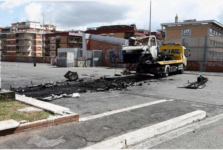 Tre sorelle morte bruciate nella loro roulotte a Centocelle: arrestati i responsabili