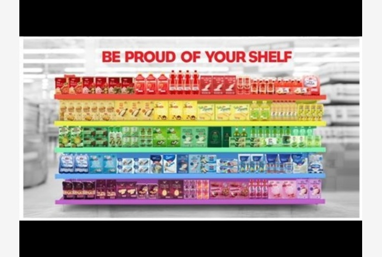 Coop, scaffale-arcobaleno per LGBT