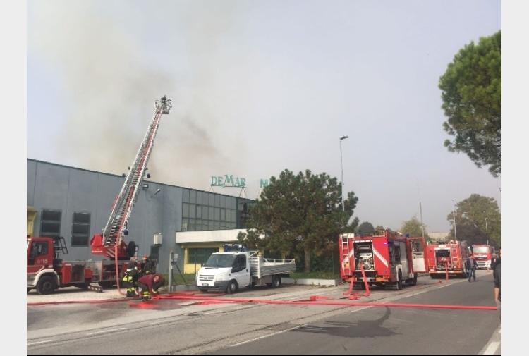 Incendi a fuoco mobilificio nel pordenonese danni ingenti tiscali notizie - Mobilificio vasto ...