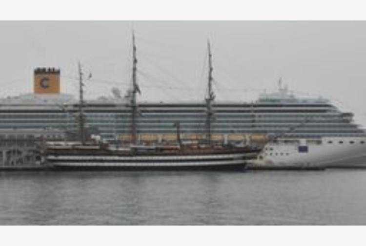 Marina Militare: folla visitatori per la Vespucci a Trieste