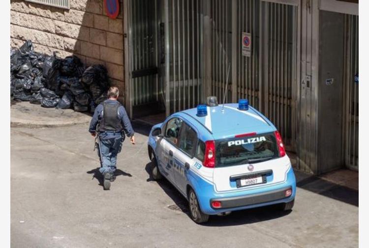 agenti di polizia arrestati