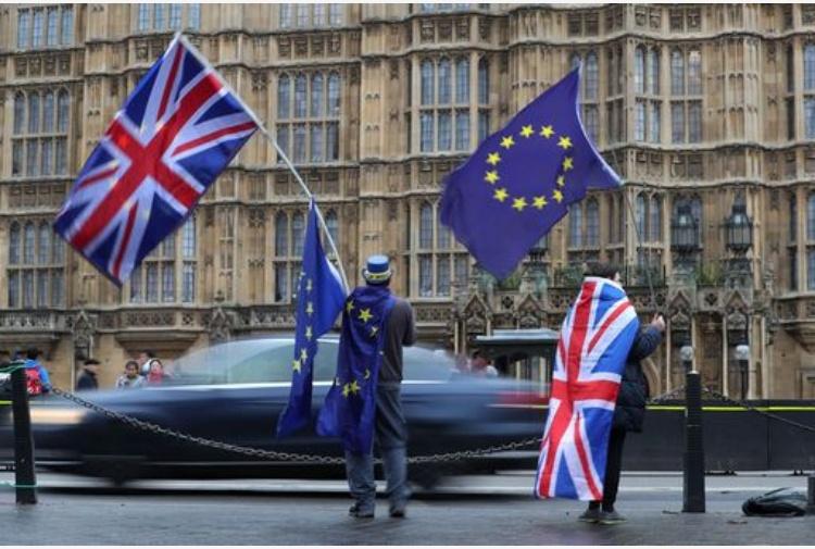 Brexit, un tuffo nel passato: i passaporti ritornano blu e oro