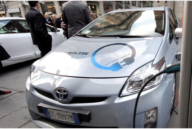 Rivoluzione Toyota addio al gasolio i motori saranno elettrici