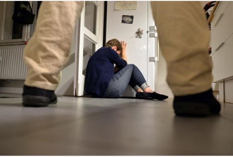 Stordita con la droga dello stupro e violentata in Brianza