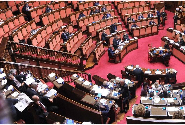 Stipendi fino a 480mila euro per dipendenti camera e for Dipendenti camera dei deputati