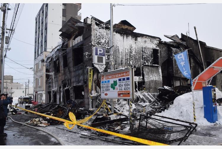 Giappone, incendio distrugge un centro anziani senza fissa dimora: 11 vittime