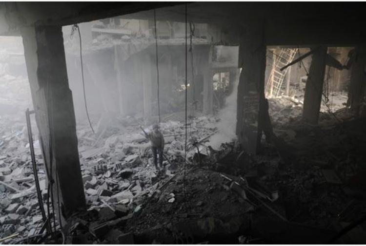 Incendio in un centro commerciale in Russia: decine di morti