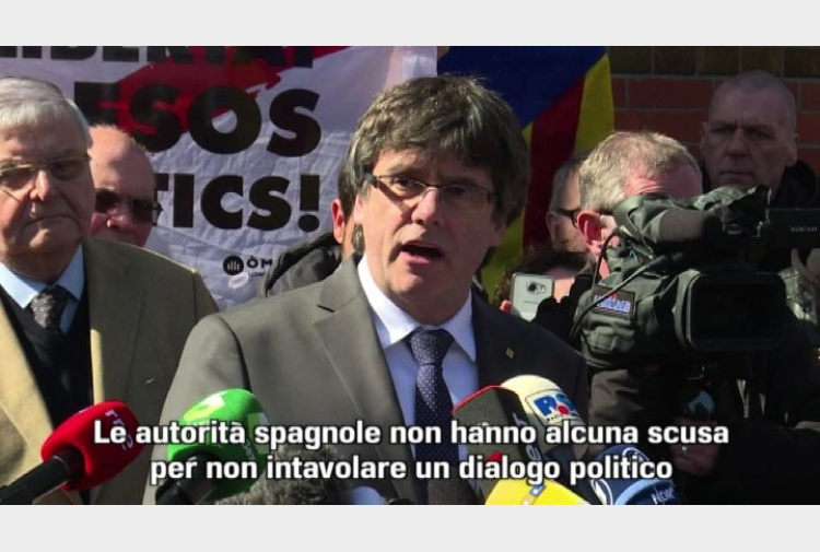 puigdemont esce di prigione ed esorta madrid al dialogo tiscali notizie. Black Bedroom Furniture Sets. Home Design Ideas