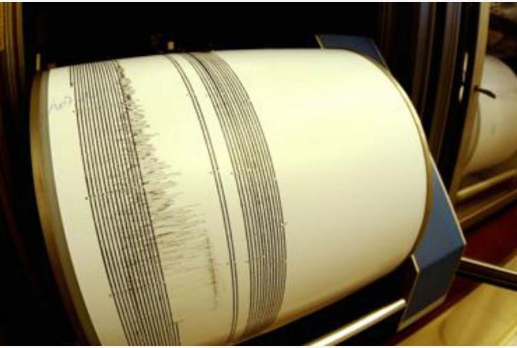 Terremoto, forte scossa nelle Marche Epicentro vicino a Macerata, treni fermi