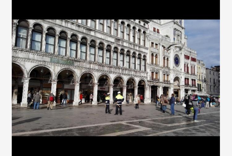 Rugby in Piazza San Marco, multati