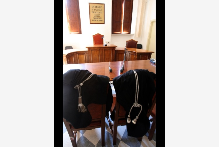 A domiciliari dirigente Policlinico Bari