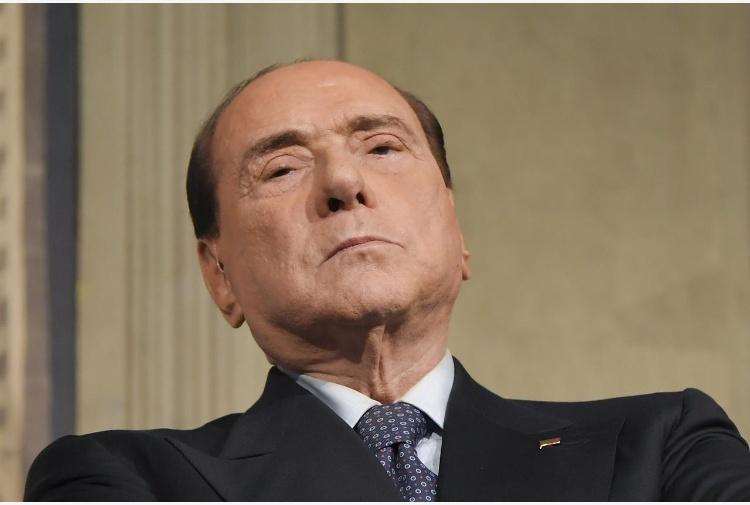Berlusconi all'opposizione no a fiducia