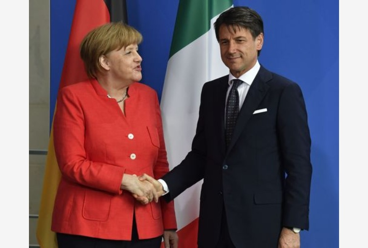 Migranti, Macron e Merkel: