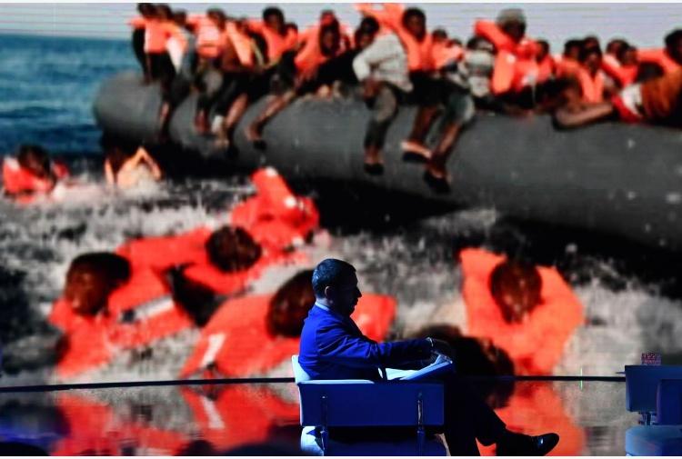 La nave della Ong soccorre i migranti Salvini'Non toccherà suolo italiano