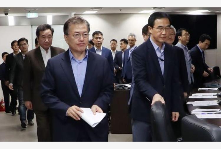 Kim e Moon si stringono la mano, l'accordo c'è