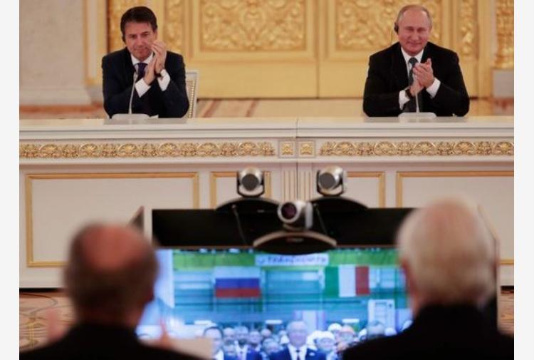 Giuseppe Conte incontra Vladimir Putin. Tutte le foto da Mosca