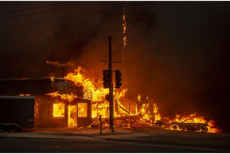 California, mai tanti morti in un incendio