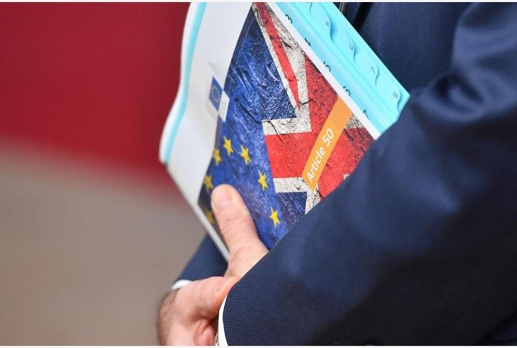 Brexit, la Ue approva l'accordo di divorzio da Londra. Juncker: