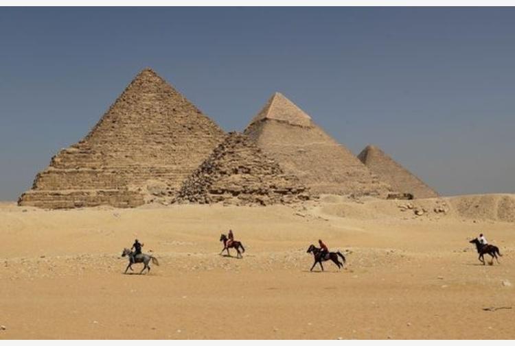 Sesso sulla piramide di Cheope: è scandalo in Egitto VIDEO