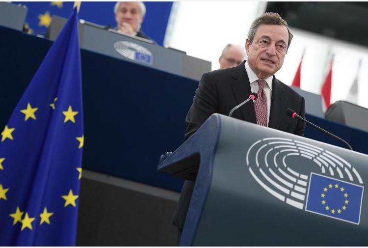 Draghi celebra 20 anni euro al Parlamento Ue: