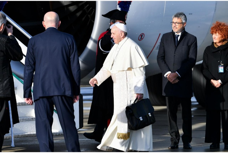 Muri anti-migranti, Papa: 'La paura ci rende pazzi'