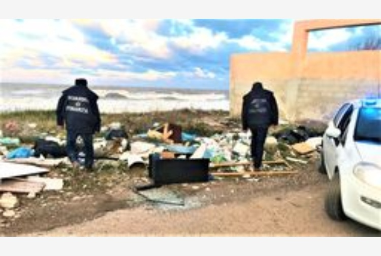 Puglia,sequestrate 32 discariche abusive