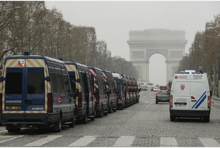 Gilet gialli: Parigi, polizia schierata alla Republique