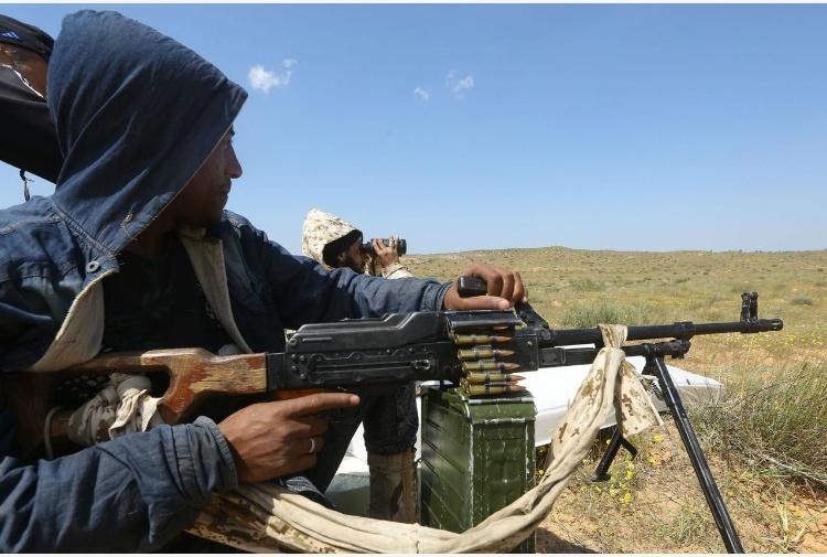 Libia, Parigi esclude intervento militare per risolvere la crisi