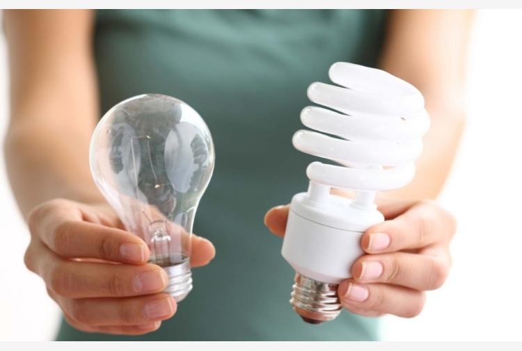 Lampadina w w risparmio energetico e lampada basso
