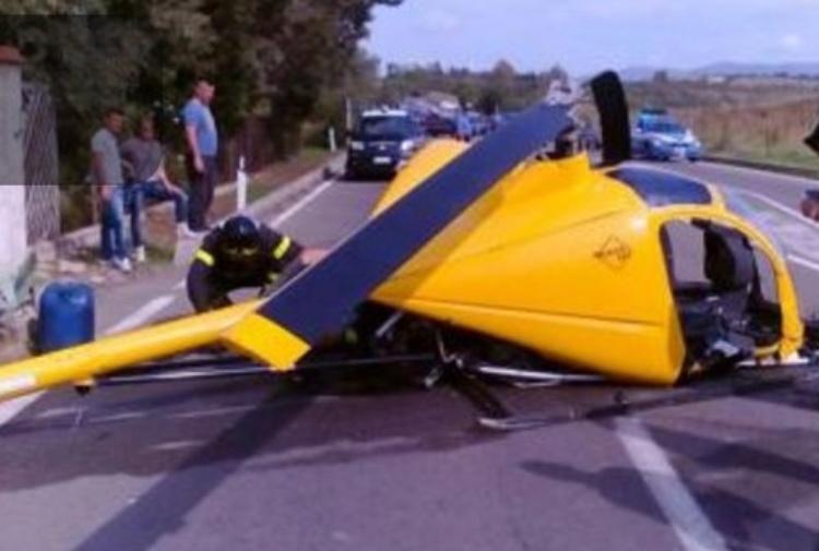 Elicottero Ultraleggero : Elicottero ultraleggero cade sulla strada statale morto