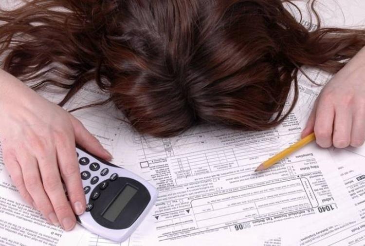 La metà degli italiani non ha reddito e non paga le tasse. E la classe media si è impoverita: chi finanzia il welfare?