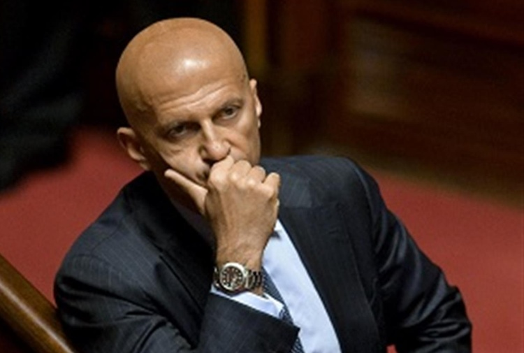 Minzolini presenta le dimissioni da senatore.