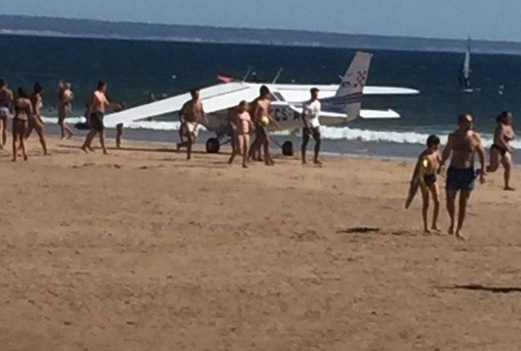 Portogallo, aereo atterra in spiaggia: uccide uomo e bimba