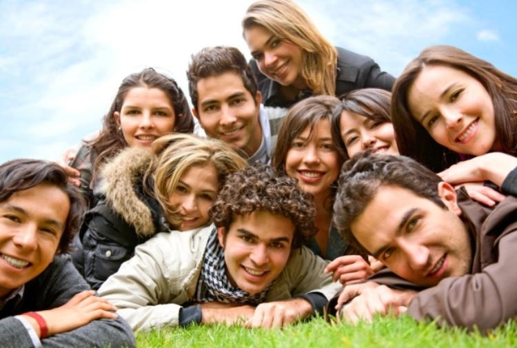 Gli amici sono meglio della morfina: averne tanti aiuta a sopportare il dolore