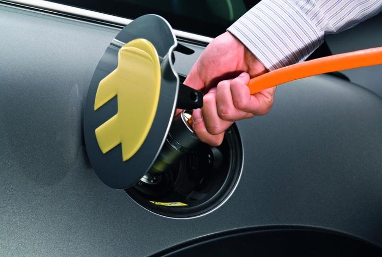 Dal 2030 stop ai motori a benzina e diesel in Germania