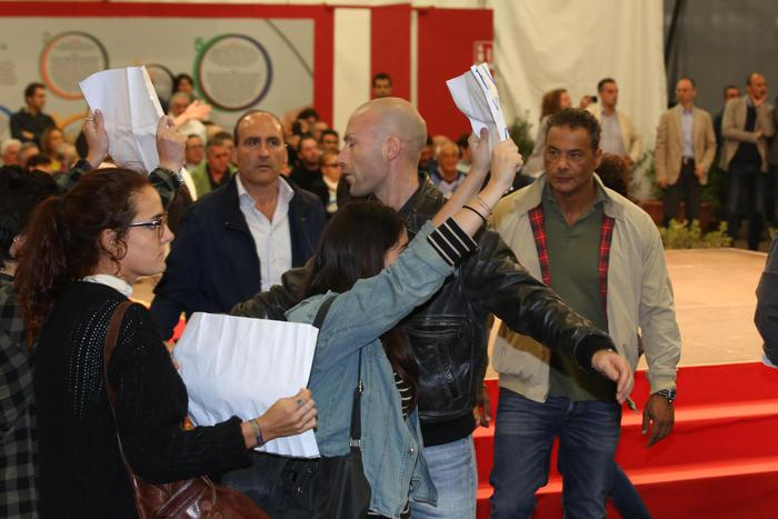 La contestazione a Maria Elena Boschi alla Festa dell'Unità di Bologna