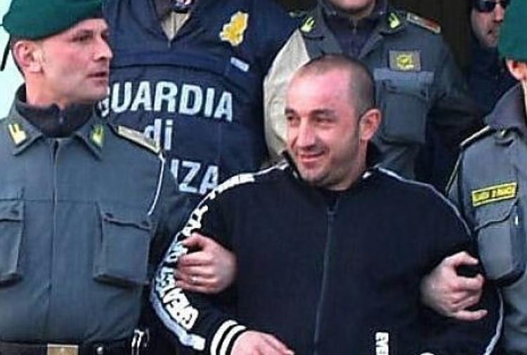 Punta un revolver contro gli agenti: arrestato il fratellastro di Cassano