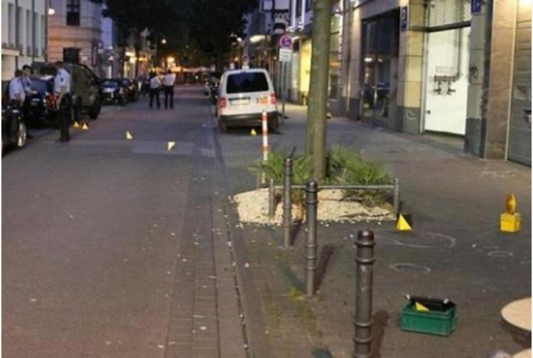 Germania, spari e coltellate a Colonia. Polizia: