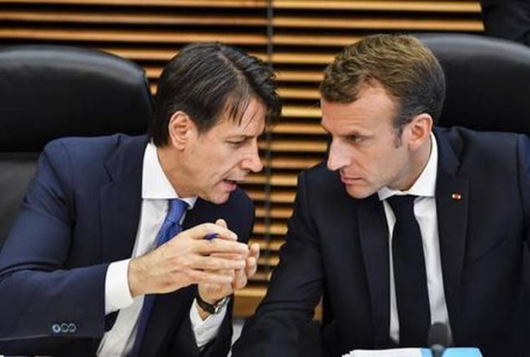 Macron: 'Centri d'accoglienza solo nei Paesi di primo approdo', Conte lo smentisce