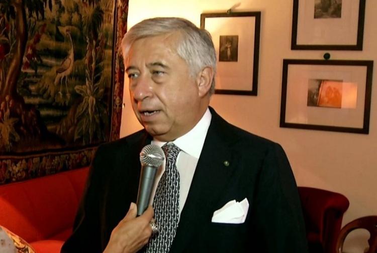 Napoli, rapina con pistola in faccia a D'Amato: colpo da 25mila euro