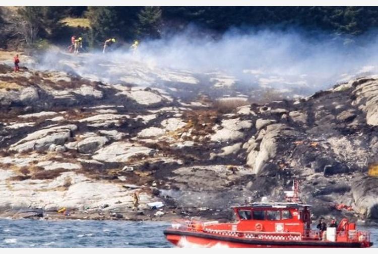Norvegia: cade elicottero, 14 a bordo