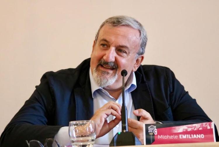 """Plafoniere """"d'oro"""" per la nuova sede della Regione Puglia. Il governatore Emiliano blocca tutto ma le opposizioni vanno all'attacco"""