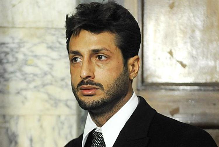 Fabrizio Corona fermato dai carabinieri: in caserma per un controllo