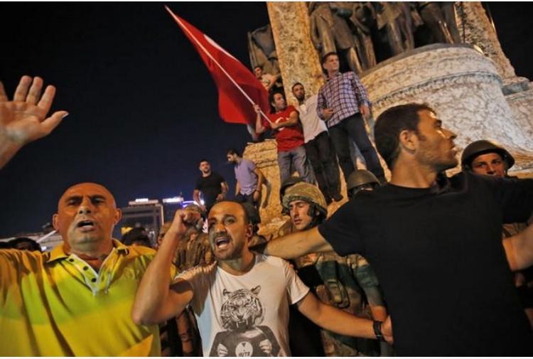 L'esercito: preso il potere Ad Ankara carri armati ed F16 in volo