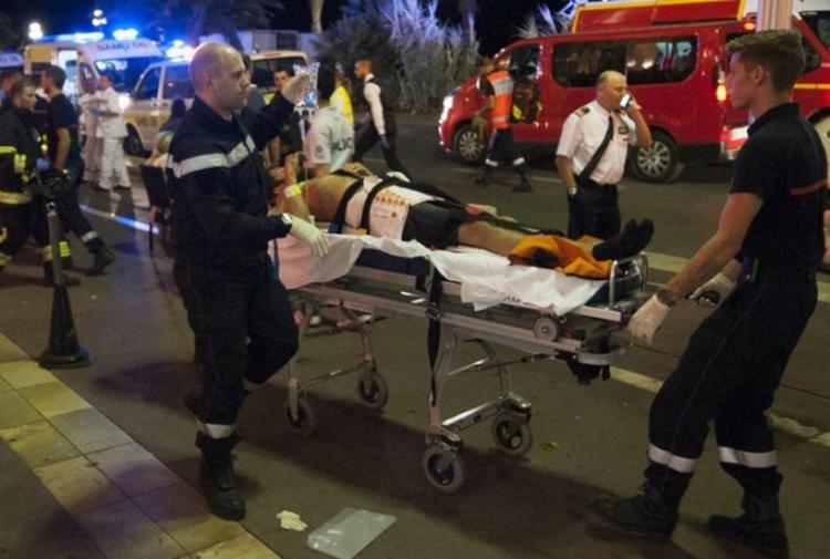 Francia. Accoltella i passanti all'uscita metro: è terrorismo. Ucciso un passante