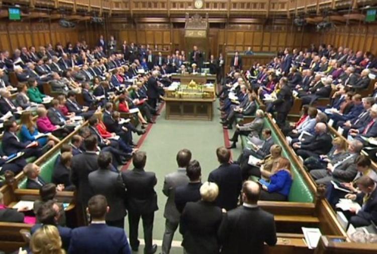 Regno Unito: molestie, accuse a braccio destro di May