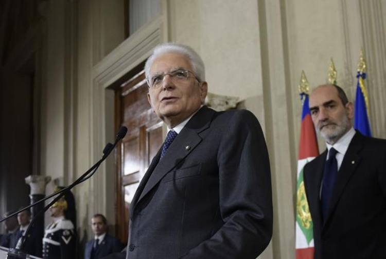 http://notizie.tiscali.it/export/sites/notizie/.galleries/16/mattarella-no-voto-anticipato.jpg_358264724.jpg
