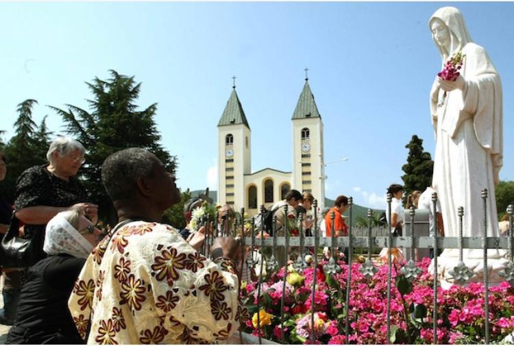 Il Papa santifica i due pastorelli di Fatima, ma attenzione a Medjugorje